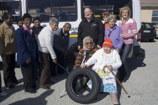Susan de Kock Mrs PE 2007 with Meryl and Dave from Bridgestone SA and the excited elderly beneficiaries from the Eelanor Murray Service Centre